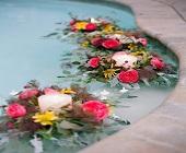 9 cách trang trí cho tiệc cưới cạnh bể bơi đẹp đến ngộp thở