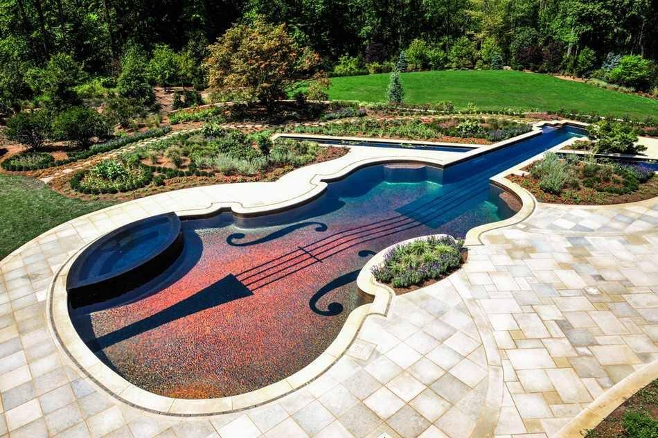 Độc lạ với ý tưởng hồ bơi hình Guitar