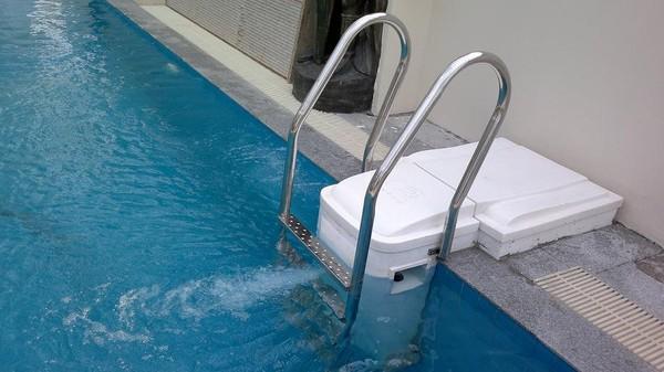 Những loại thiết bị không thể thiếu trong hồ bơi nhà bạn
