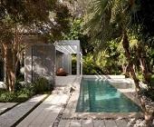 Thiết kế bể bơi kinh doanh và gia đình theo phong cách tối giản