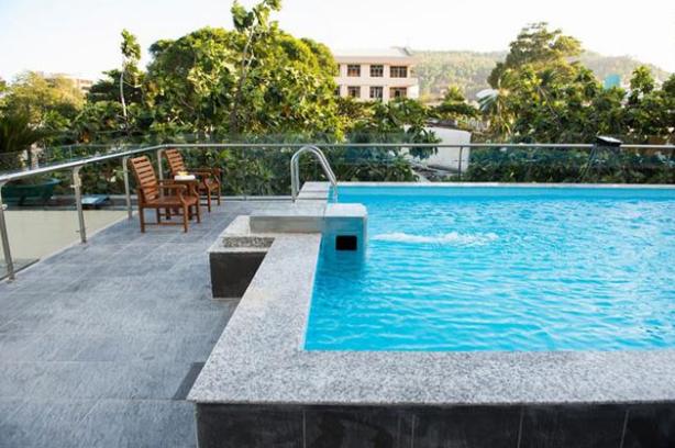 Thiết kế hồ bơi đẹp như mơ trên sân thượng