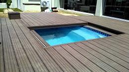 Tiết kiệm không gian nhà bạn với bể bơi bí mật dưới thảm cỏ xanh mướt